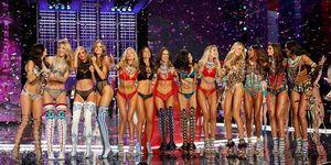 2017 Victoria's Secret Fashion Show - Runway ヴィクトリアズ・シークレット ショー、アレッサンドラ・アンブロジオ、アドリアナ・リマ、テイラー・ヒル