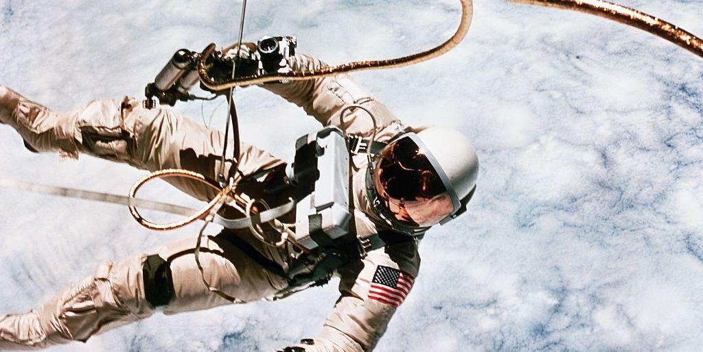 astronaut reaching space - photo #25