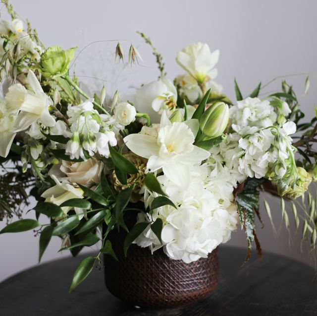 Beautiful White Flower Arrangements White Centerpiece Ideas