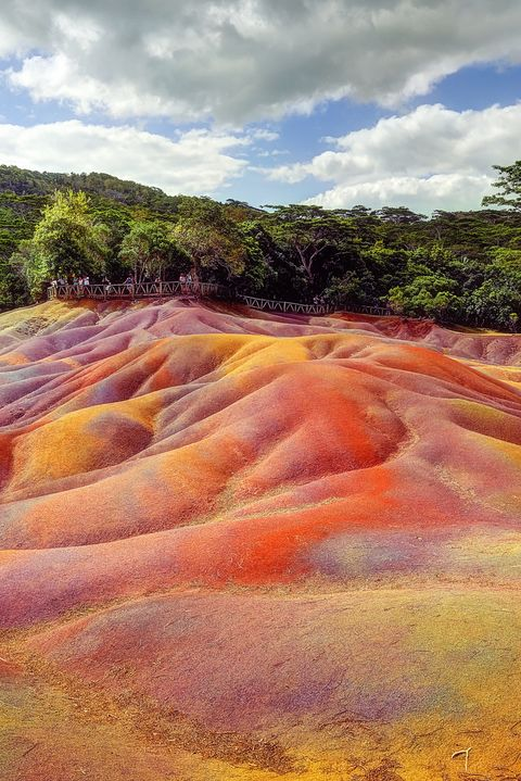 "the geological formation ""Seven Coloured Earths"""