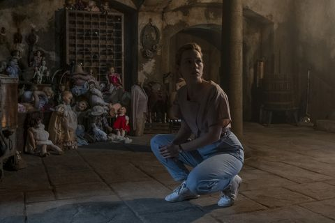the haunting of bly manor l to r victoria pedretti as dani in the haunting of bly manor cr eike schroternetflix © 2020