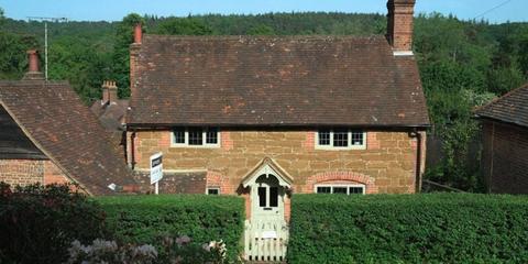 Property, Cottage, House, Roof, Home, Building, Farmhouse, Estate, Almshouse, Rural area,