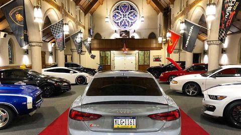 La Iglesia Favorita De Los Petrolhead, 20 Car Garage