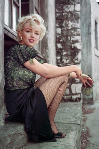 Human leg, Sitting, Street fashion, Foot, Vintage clothing, Ankle, Toe, Portrait photography, Retro style, Barefoot,
