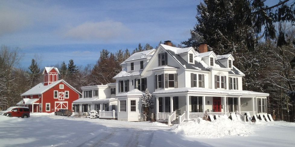 20 Cozy Country Inns to Visit This Christmas