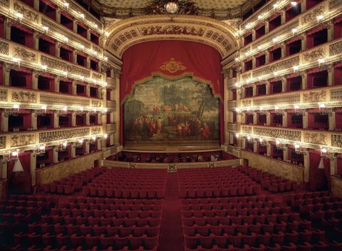 the interior of real teatro di san carlo
