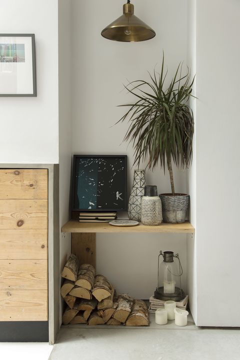 Wood, Chest of drawers, Room, Wall, Flowerpot, Drawer, Interior design, Interior design, Light fixture, Cabinetry,