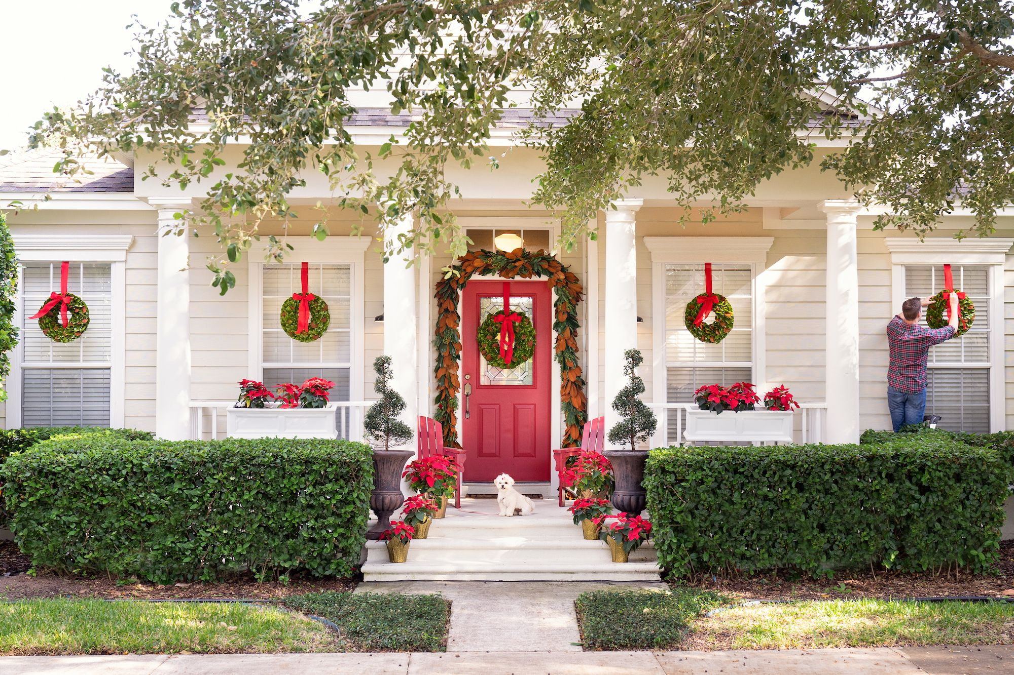 15 Ways to Decorate Your Porch For Christmas , Christmas