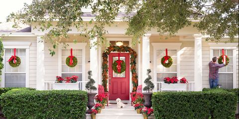 15 Ways to Decorate Your Porch For Christmas - Christmas ...