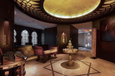 Interior design, Lobby, Room, Property, Building, Ceiling, Architecture, Furniture, House, Space,
