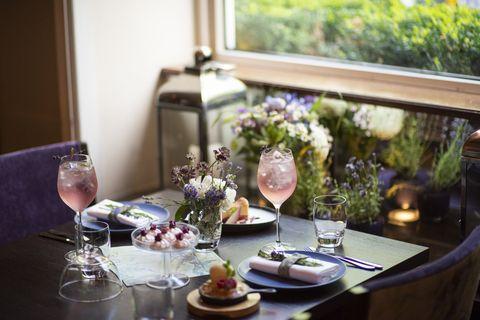 Rehearsal dinner, Centrepiece, Restaurant, Room, Table, Brunch, Interior design, Champagne stemware, Wine glass, Meal,