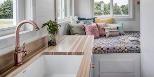 Mini casa de estilo rústico con remolque