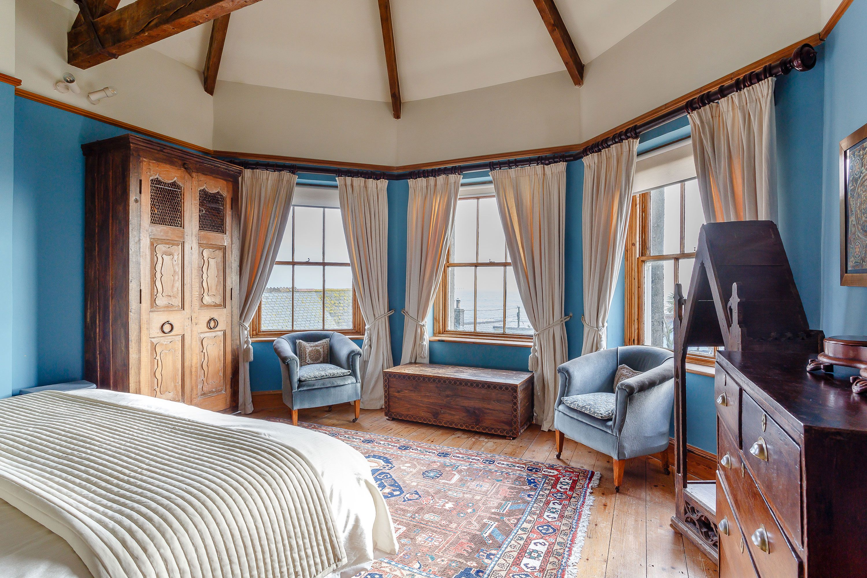 This romantic residence in Marazion overlooks Saint Michael's Mount