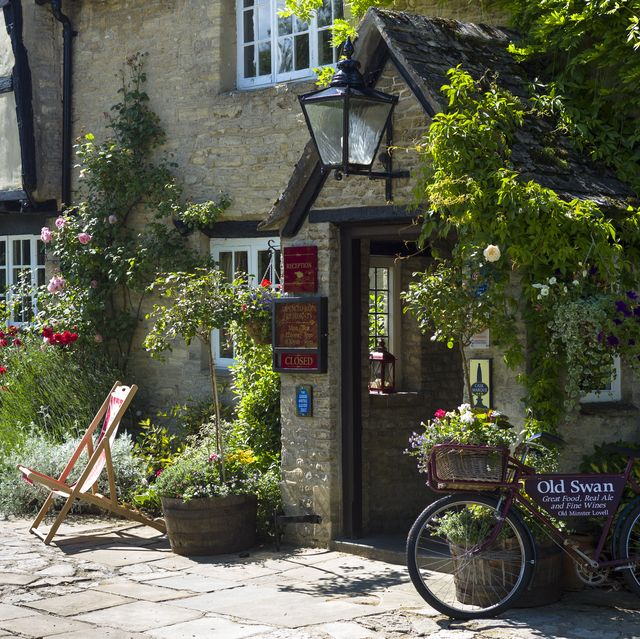 traditional pub hotel in the cotswolds, uk