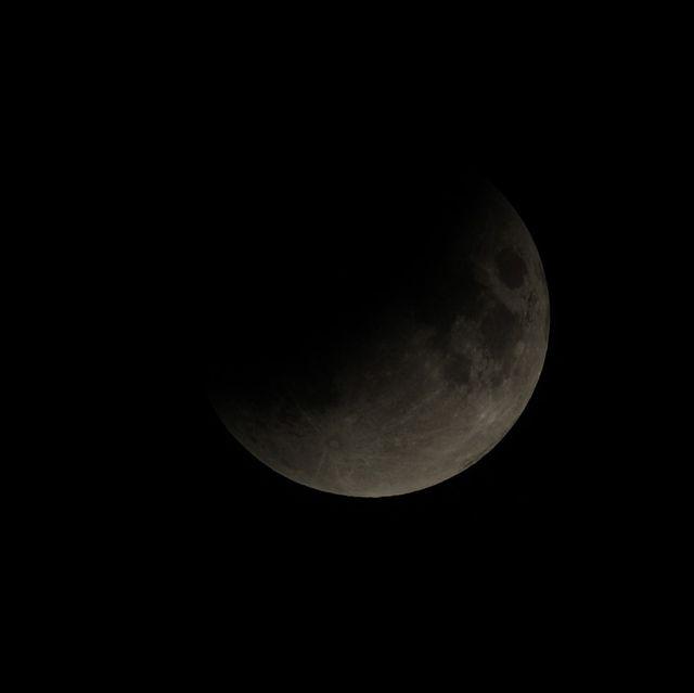 partial lunar eclipse in van