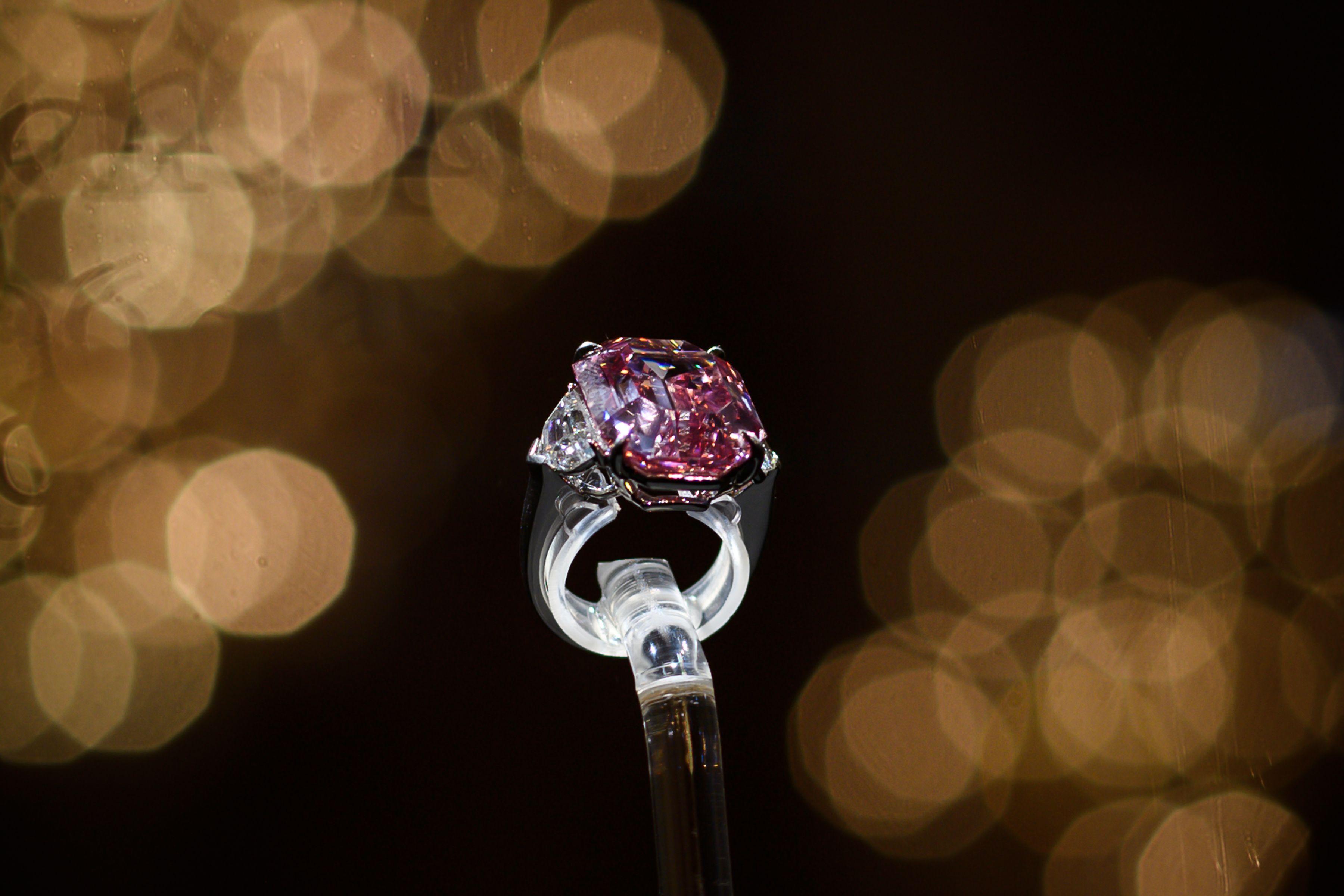 Pink Legacy, il diamante rosa che vale 50 milioni di ed è così grosso che lo vedi dalla Luna