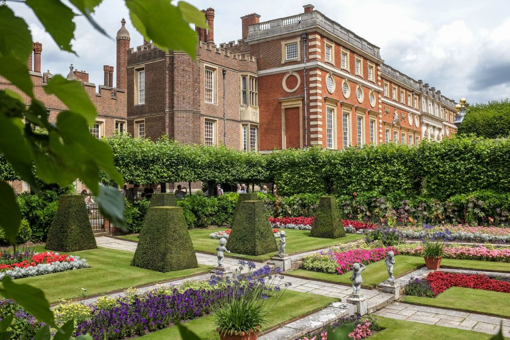 How to Spend the Night at Hampton Court Palace - You Can Stay in One ...