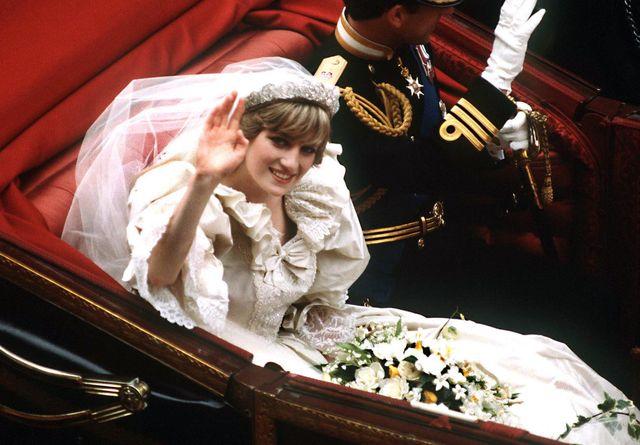 Il vestito da sposa di Lady Diana va in mostra a Londra
