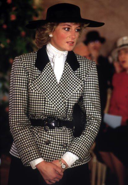 エリザベス女王もカーディ・bもみんな千鳥格子柄が大好き! その魅力とは?