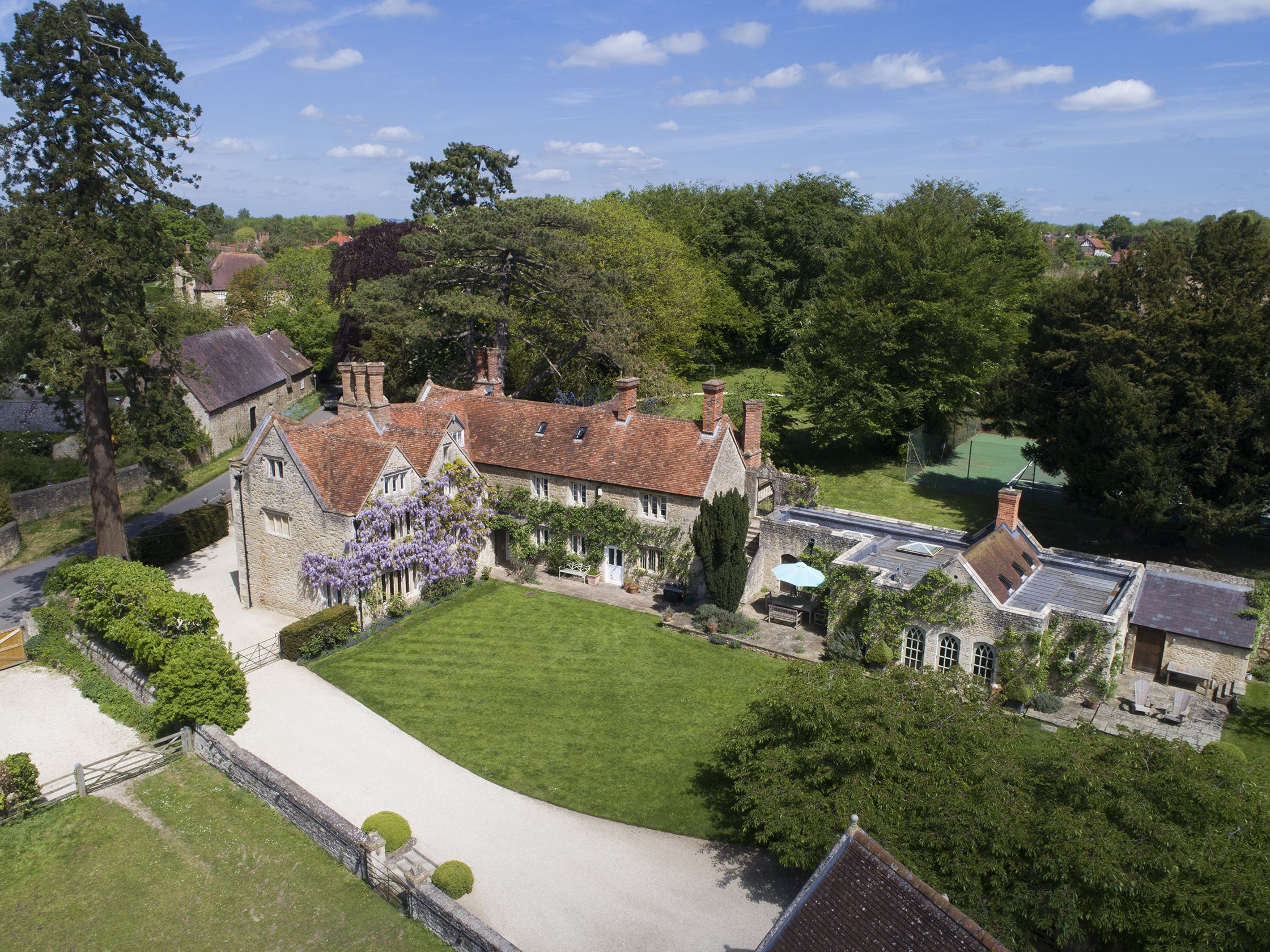 Exquisite Grade II listed property with a swimming pool for sale in Oxfordshire