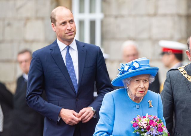 this video of the queen telling off prince william is going viral