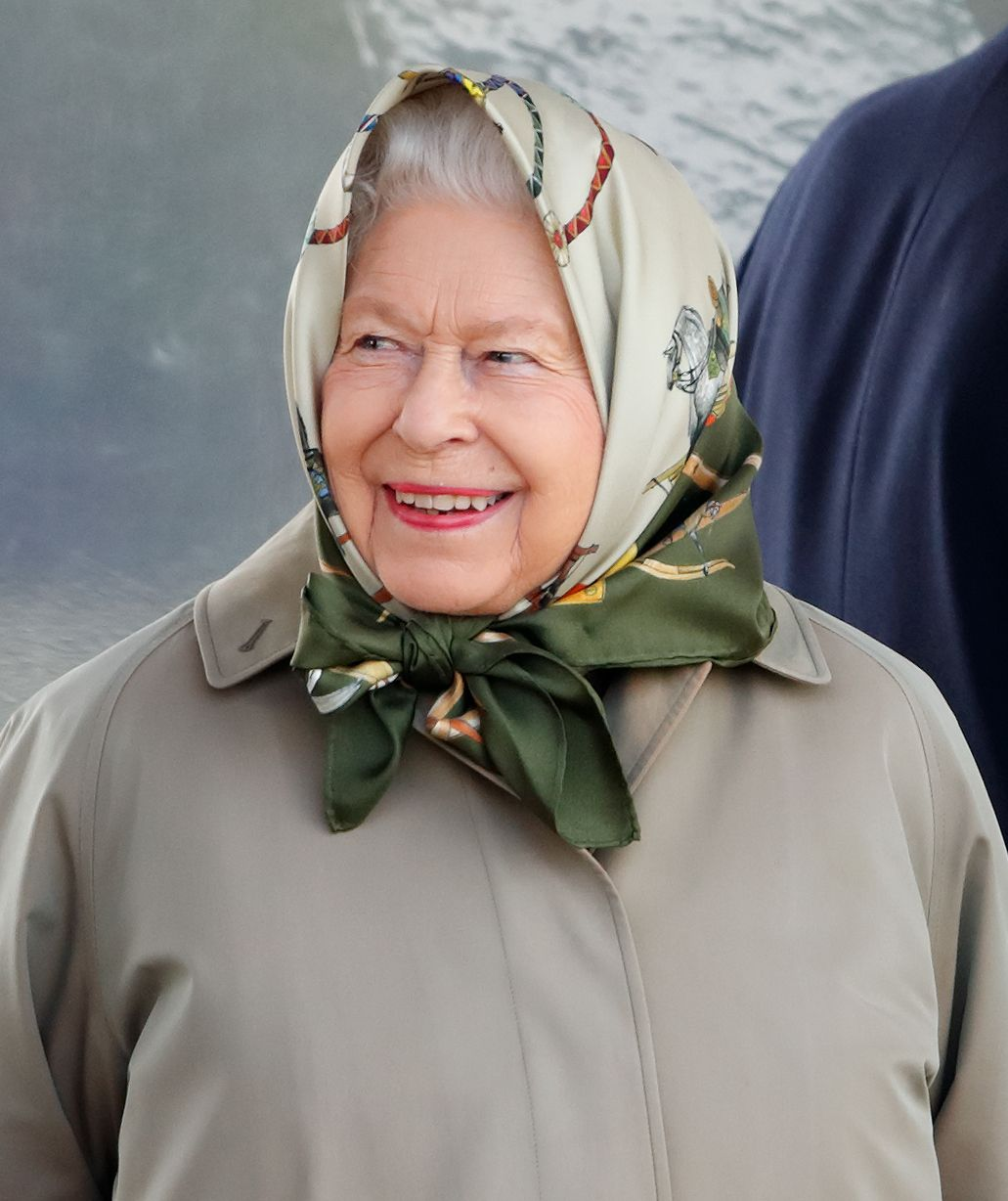 You have to hear the Queen's hilarious response to tourists who didn't recognise her