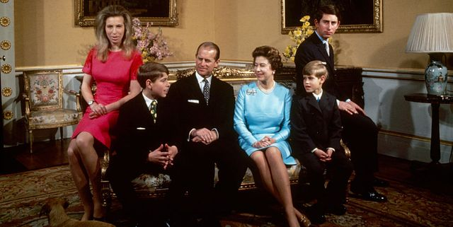 queen elizabeth with children