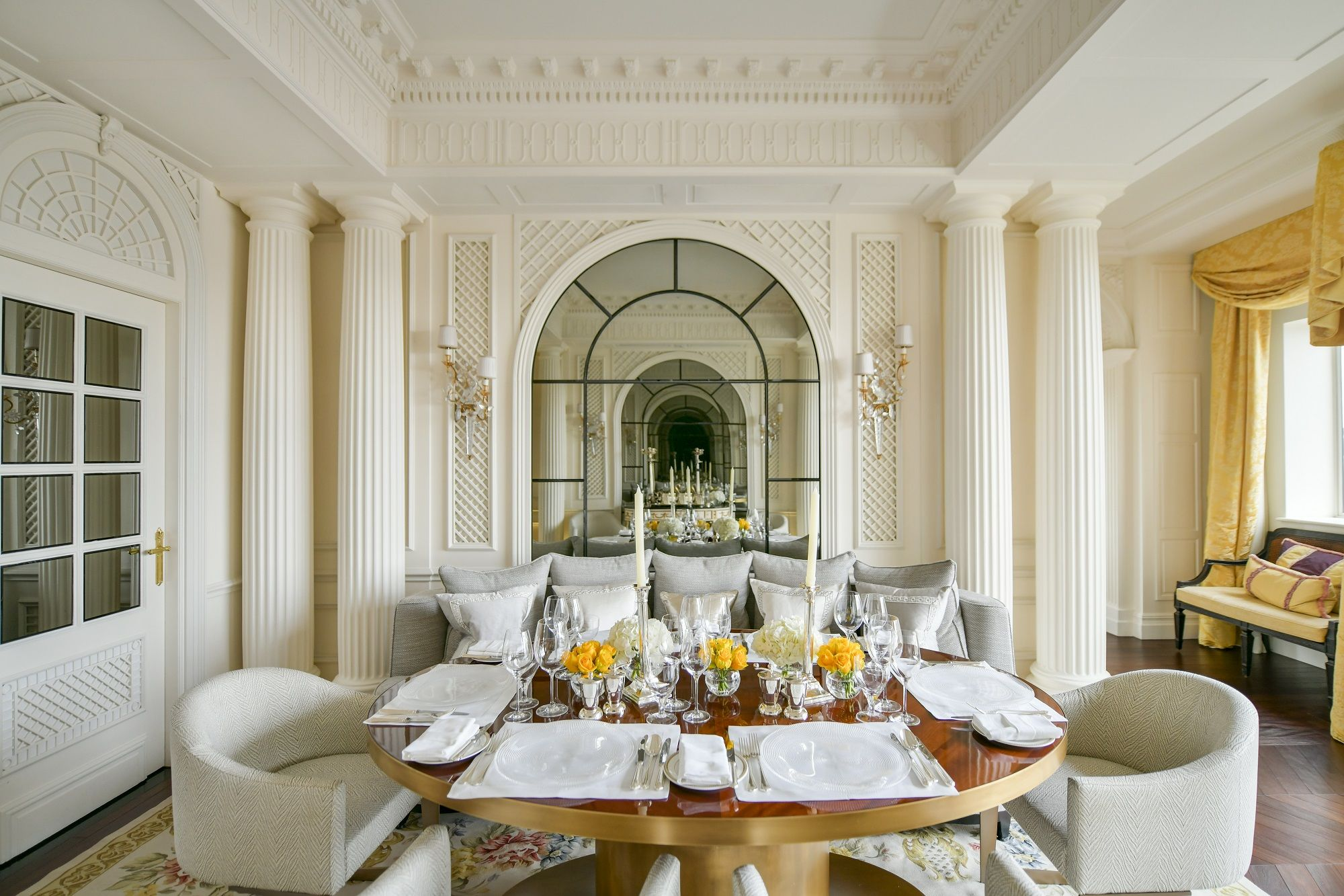 È uscito un libro che svela i segreti del lussuosissimo Hotel Savoy