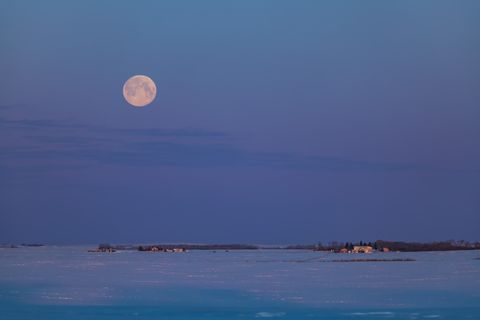 the setting full moon on the morning of saturday