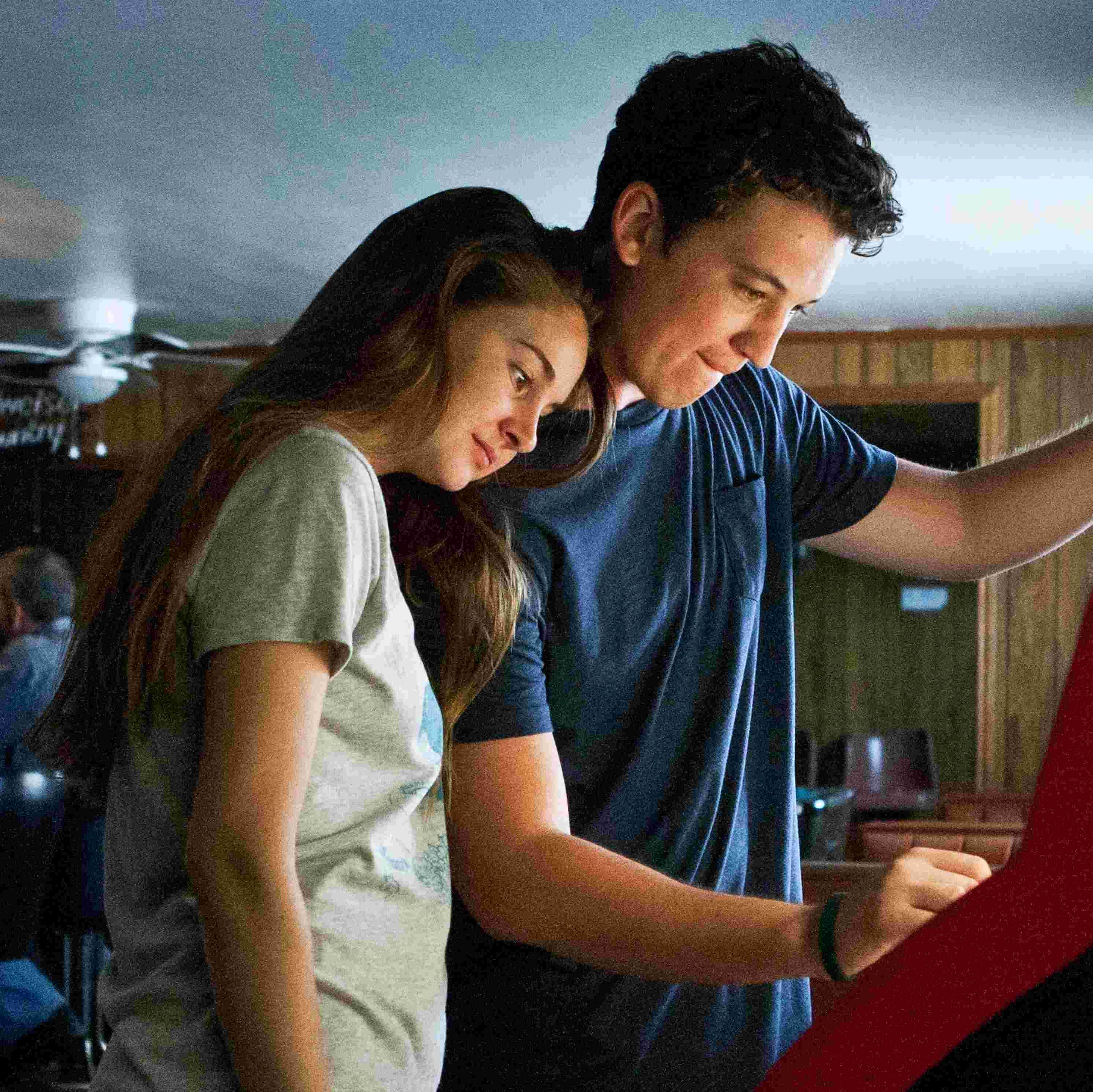 The Spectacular Now Two polar opposites—a hard-partying high school senior (Miles Teller) and an unpopular misfit (Shailene Woodley)—find unexpected romance in this teen drama.