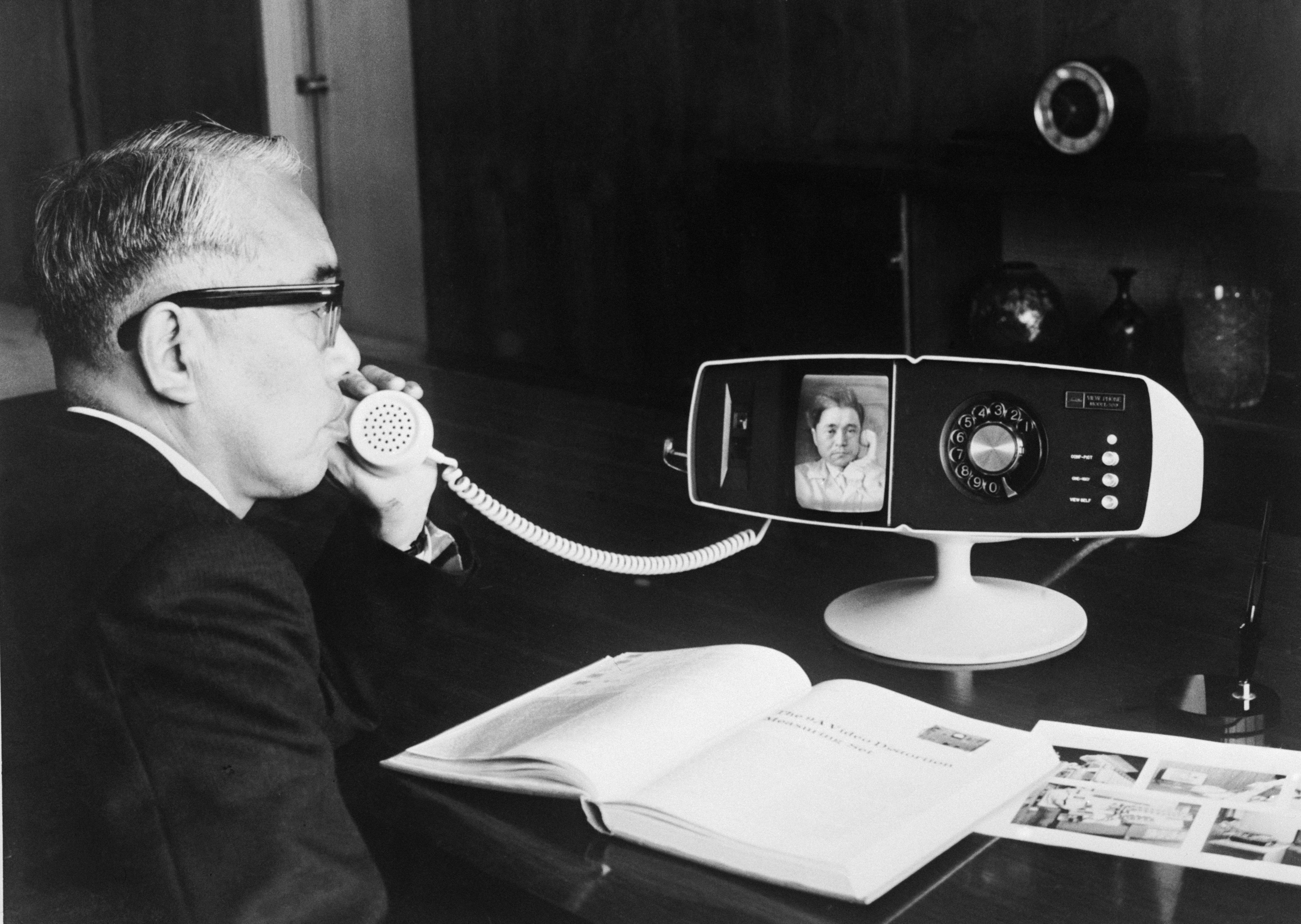 30 Photos That Show How Drastically Telephones Have Changed Over Time