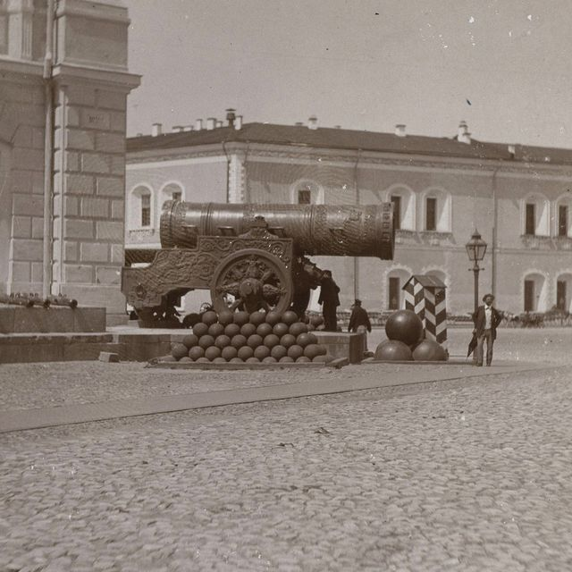 largest caliber rifles, the tsar cannon at the moscow kremlin