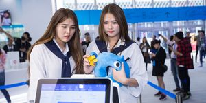 Twins Pay With Facial Recognition Technology In Hangzhou
