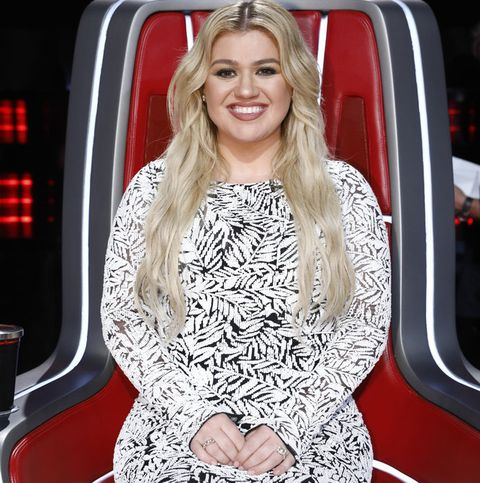 Kelly Clarkson Has the Most Relatable Habit During 'The Voice' Commercial Breaks