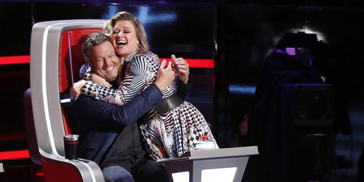 Adam Levine Wants Kelly Clarkson To Punch Blake Shelton