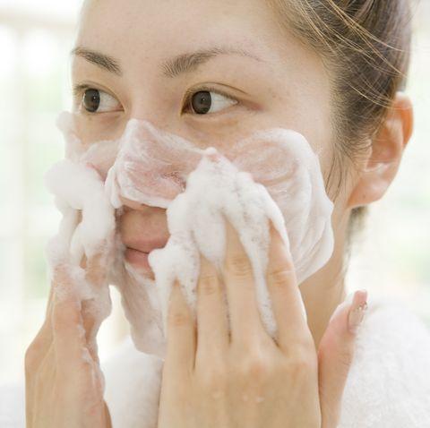 卸妝、洗臉選對方法和產品才能治好痘痘