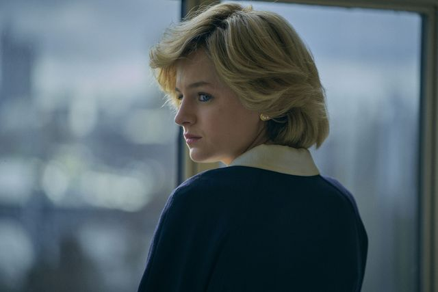 the crown s4 picture shows princess diana emma corrin