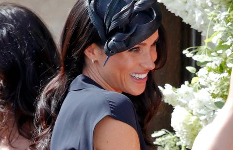 Hair, Headpiece, Hair accessory, Fashion accessory, Headgear, Plant, Black hair, Flower, Smile,