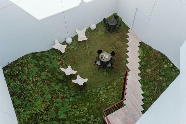 the modernist, un hotel en un edificio renovado del algarve en portugal
