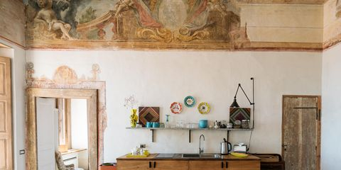 Affreschi, arrredi vintage e design contemporaneo per Trotula House, dimora storica con vista a perdita d'occhio sul mar Mediterraneo