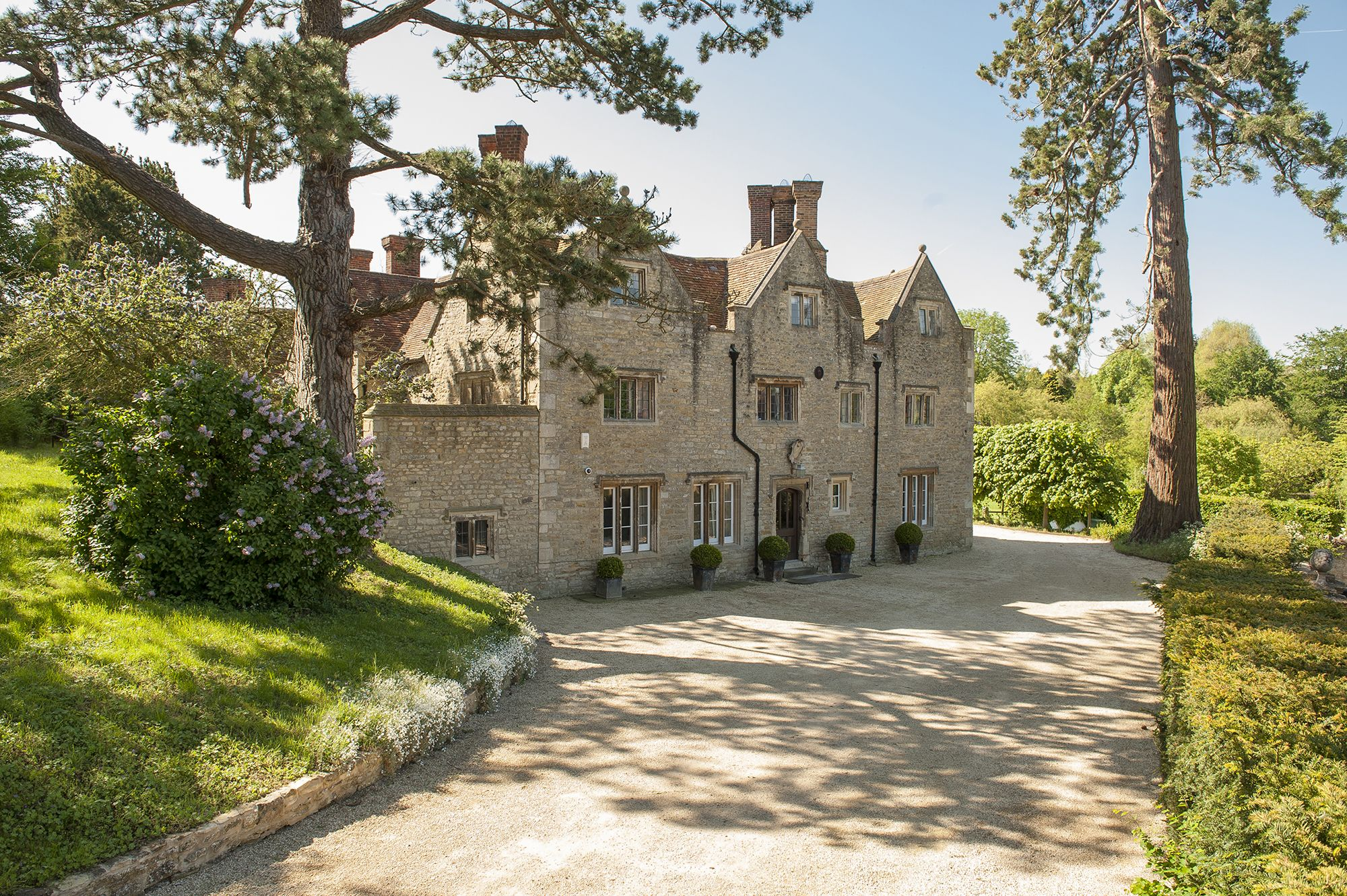 Tudor Manor House With Impressive History For Sale In Oxfordshire Houses For Sale Oxford