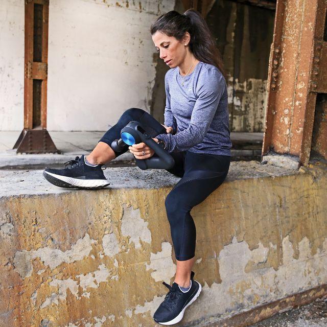 Footwear, Human leg, Outerwear, Style, Street fashion, Knee, Bag, Fashion, Snapshot, Walking shoe,