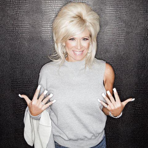 Blond, Finger, Hand, Gesture, Arm, Shoulder, T-shirt, Photography, Thumb, Sign language,