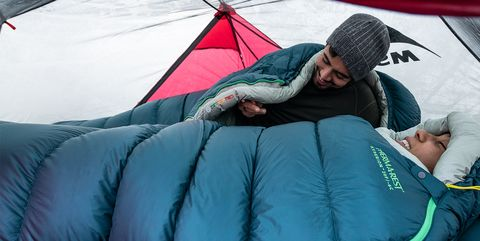 Therm A Rest S Hyperion Sleeping Bag Provides Tons Of Warmth With Little Weight