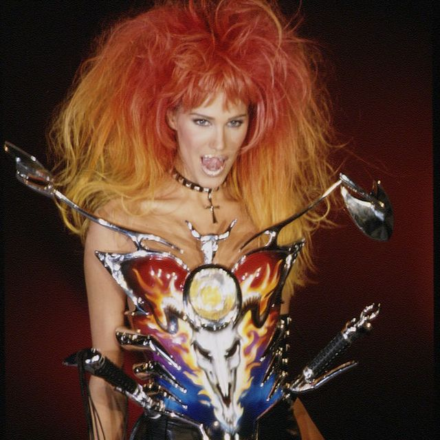 Cg artwork, Performance, Art, Illustration, Music artist, Long hair, Wig, Hair coloring, Flesh, Fictional character,