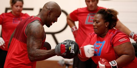 Sports, Boxing glove, Boxing, Professional boxing, Professional boxer, Muscle, Sport venue, Contact sport, Player, Championship,