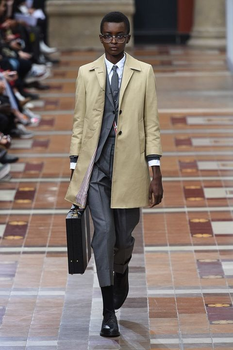 Clothing, Fashion, Street fashion, Coat, Suit, Outerwear, Snapshot, Footwear, Blazer, Overcoat,