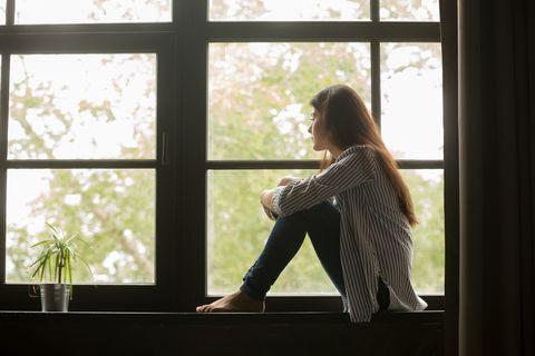 從雪莉到具荷拉自殺事件,我們都該學會預防憂鬱症的4個步驟