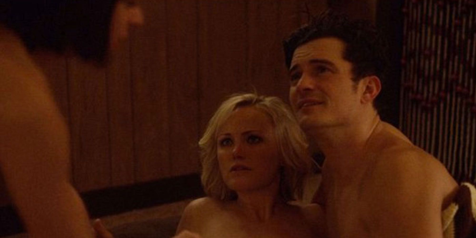 Threesome scene in Easy with Orlando Bloom