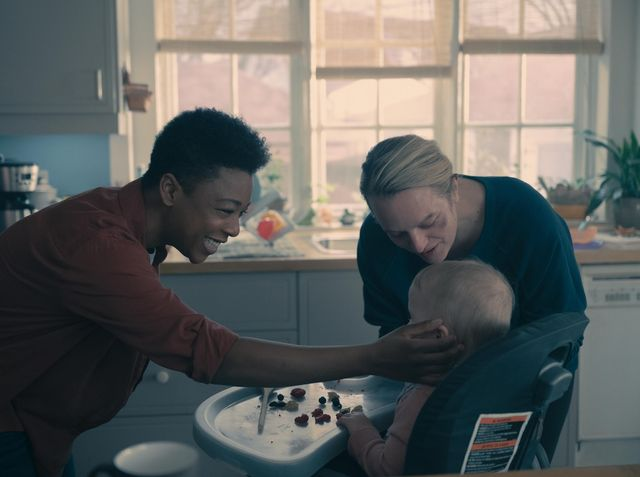 """the handmaid's tale    """"home""""   episode 407    june struggles with her newfound freedom, reuniting with loved ones and confronting her nemesis, serena moira samira wiley and june elisabeth moss, shown photo by sophie giraudhulu"""